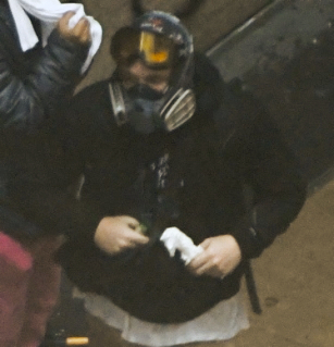 photo of Apple helps FBI track down man accused of firebombing Seattle police cars image